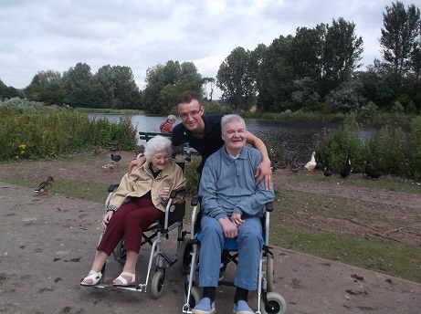 Agnes_and_Arthur_care_home_trip_out_to_Ford_Green_hall_and_reservoire_July_2017.jpg